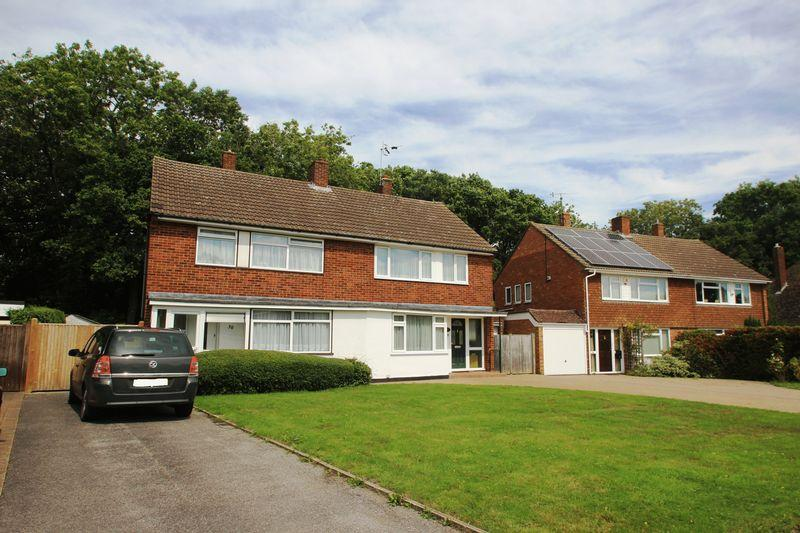 3 Bedrooms Semi Detached House for sale in Willow Lea, Tonbridge