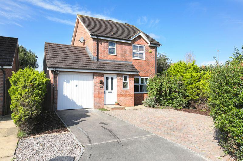 3 Bedrooms Detached House for sale in Lamplighters Walk, Trowbridge