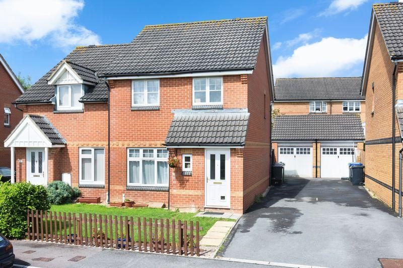 3 Bedrooms Semi Detached House for sale in Walmesley Chase, Hilperton