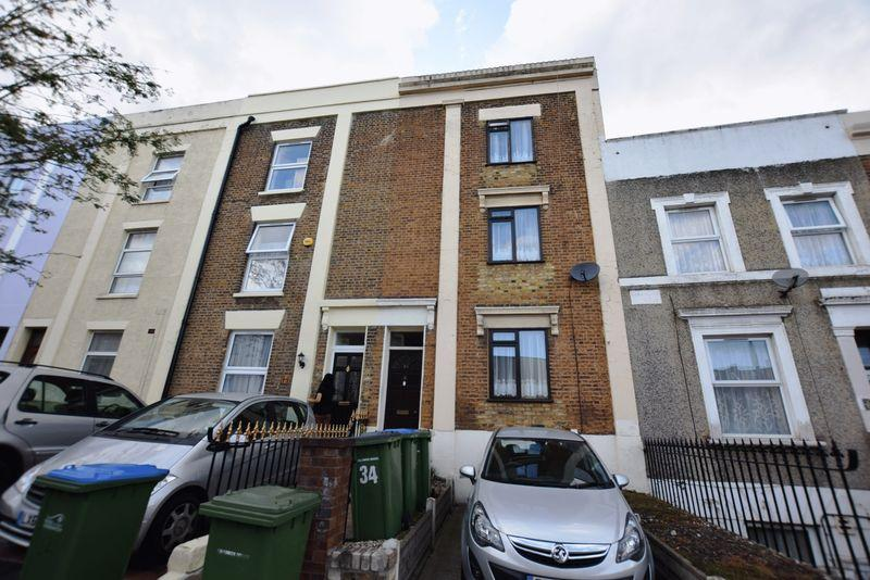 4 Bedrooms Town House for sale in Crescent Road, Woolwich, SE18 7BN