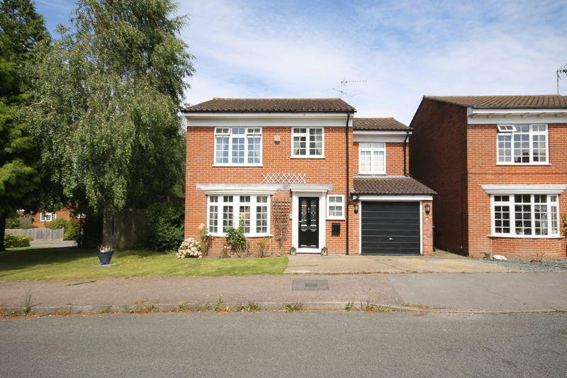 4 Bedrooms Detached House for sale in Gerald Close, Burgess Hill, West Sussex