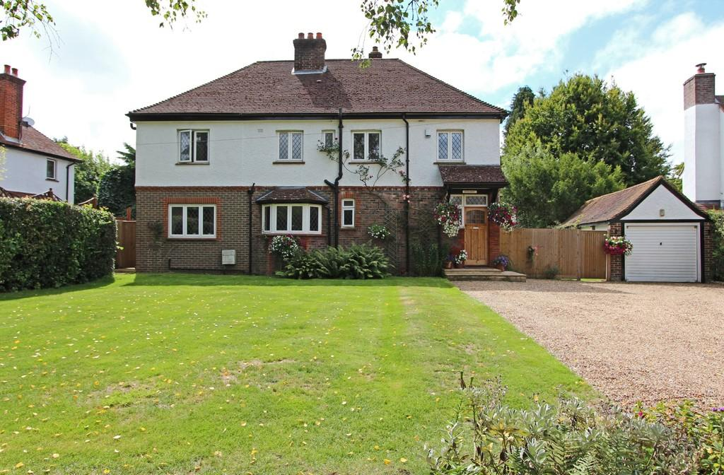 4 Bedrooms Detached House for sale in Hollymead Road, Chipstead