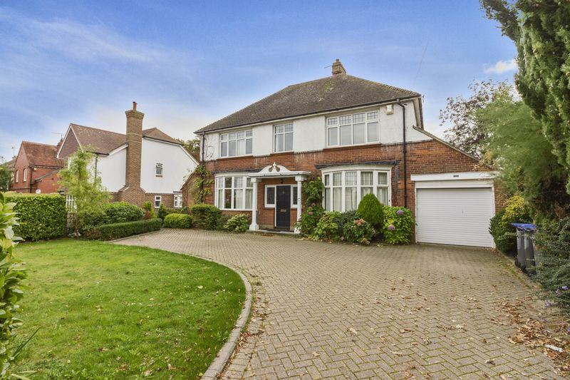4 Bedrooms Detached House for sale in St Lawrence Avenue, Worthing