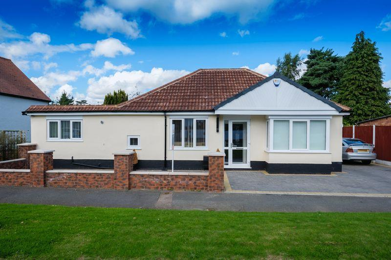 3 Bedrooms Detached Bungalow for sale in Gibbons Grove, Newbridge, Wolverhampton