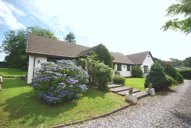 5 Bedrooms Bungalow for sale in Maes Llwchwr, Llangynog, Carmarthen, SA33 5BT