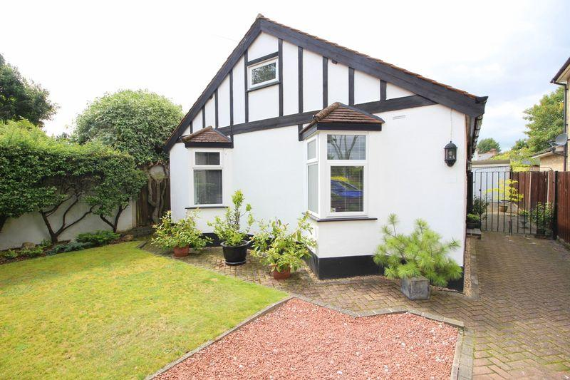 2 Bedrooms Bungalow for sale in Old Farm Road East, Sidcup, DA15 8AE