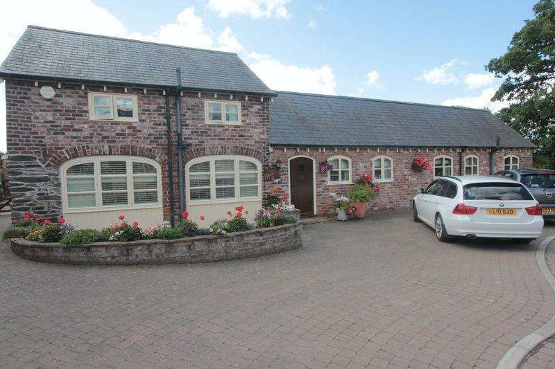 4 Bedrooms Cottage House for sale in Glan Y Wern Isa, Denbigh