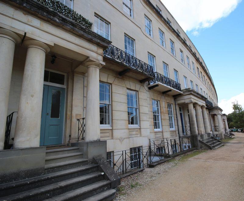 2 Bedrooms Apartment Flat for sale in Flat 1, 19 Lansdown Crescent, Cheltenham, GL50 2LF