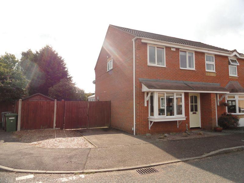 3 Bedrooms Semi Detached House for sale in Snowberry Close, Taverham, Norwich