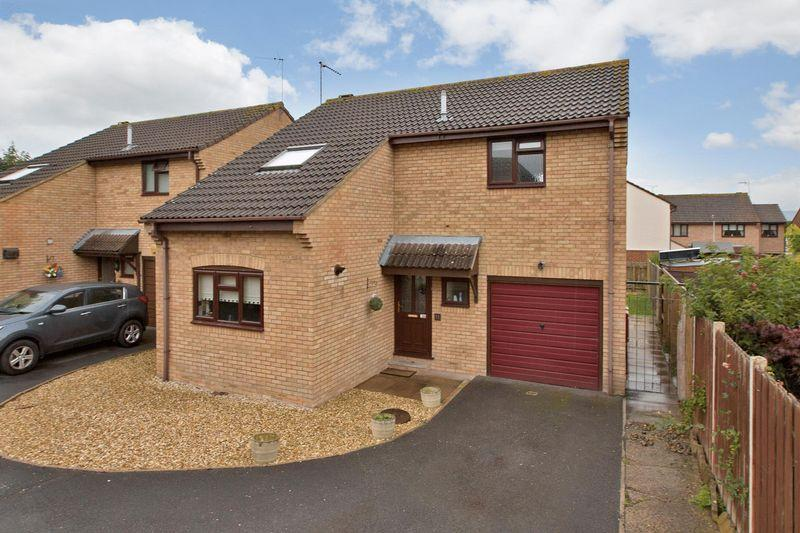 3 Bedrooms Detached House for sale in NORTH TAUNTON