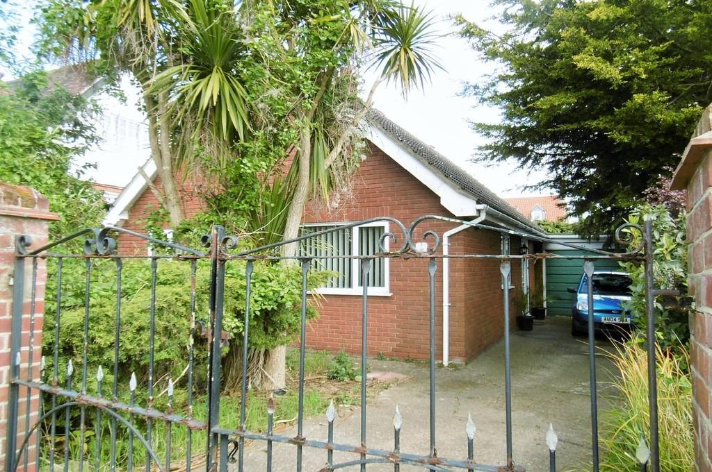 3 Bedrooms Detached Bungalow for sale in Sheringham