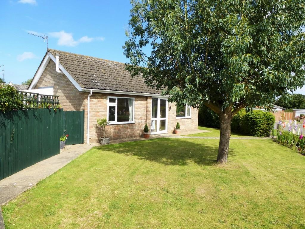2 Bedrooms Detached Bungalow for sale in Cromer