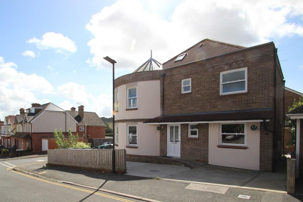 6 Bedrooms Detached House for sale in Cypress Road, Newport