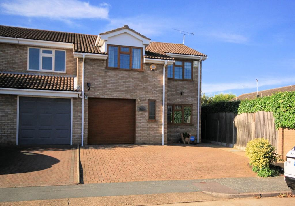 4 Bedrooms Semi Detached House for sale in Yarnacott, Shoeburyness