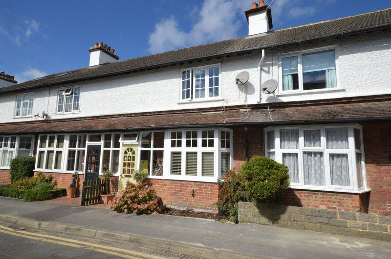 2 Bedrooms Terraced House for sale in Fabulous and rare opportunity in town centre