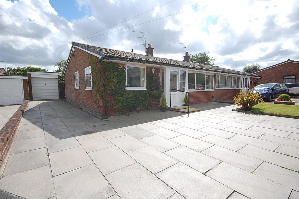 2 Bedrooms Semi Detached Bungalow for sale in Selkirk Drive, Eccleston, St. Helens