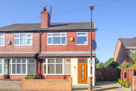 3 bedroom semi-detached house for sale - Beresford Road, Stretford, Manchester, M32
