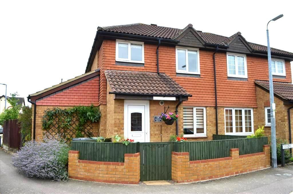 3 Bedrooms Semi Detached House for sale in Chaucer Drive, Biggleswade, SG18