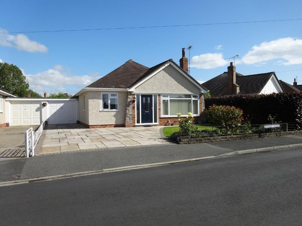 2 Bedrooms Detached Bungalow for sale in Ffordd Ganol, Rhuddlan