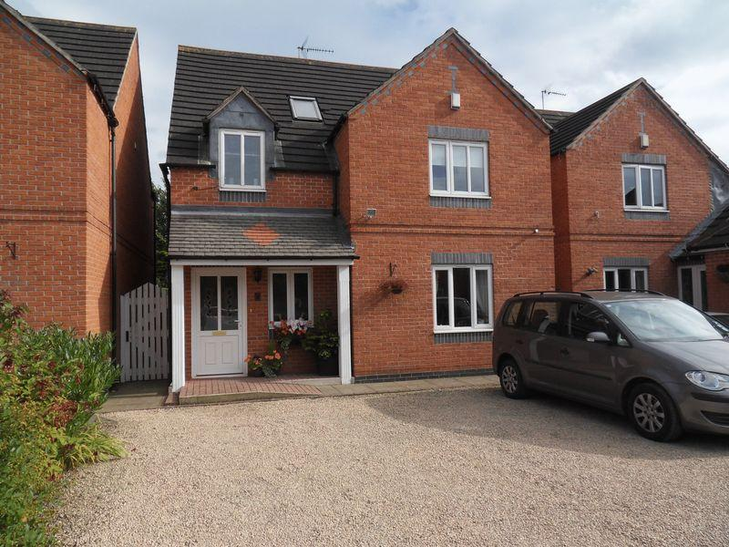 4 Bedrooms Detached House for sale in Moreton Court, Coalville