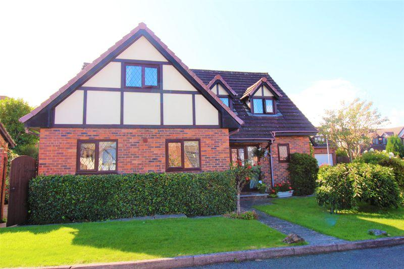 4 Bedrooms Detached House for sale in Cae Haf, Mold