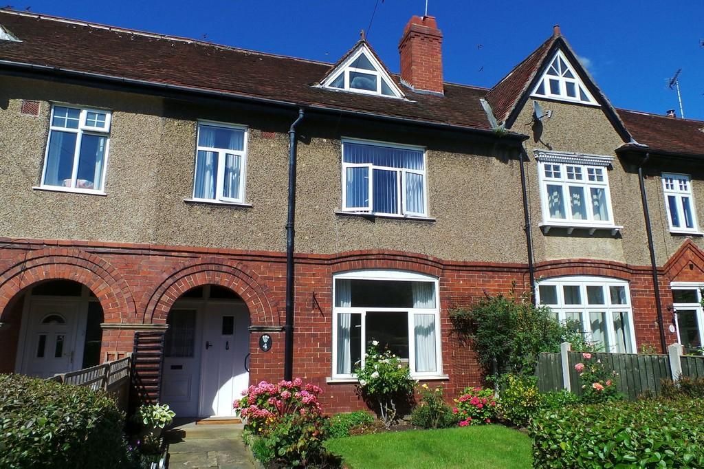 4 Bedrooms Terraced House for sale in 4 SCHOOL LANE, COLLINGHAM, LS22 5BD