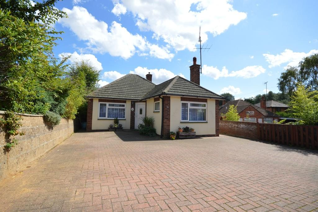 2 Bedrooms Detached Bungalow for sale in Bourne Road, Colchester