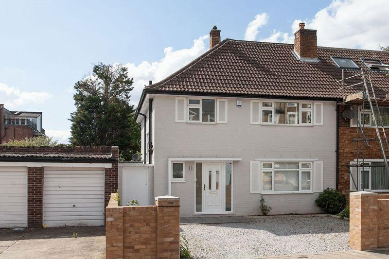 3 Bedrooms Semi Detached House for sale in Freelands Road, Bromley