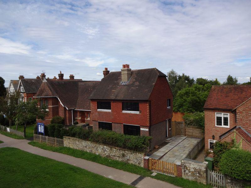 3 Bedrooms Detached House for sale in Rusthall Road, Rusthall