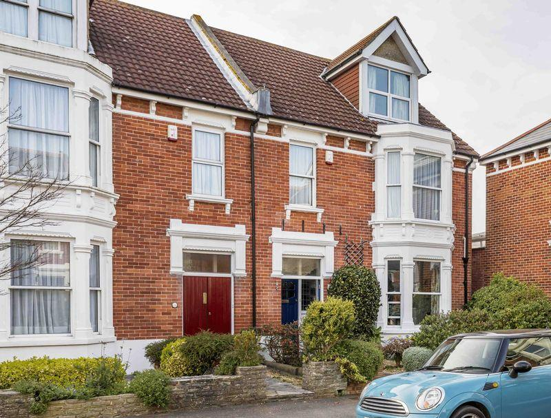 4 Bedrooms End Of Terrace House for sale in Culver Road, Southsea