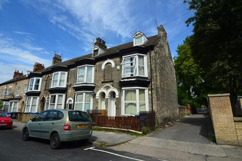 4 bedroom end of terrace house for sale - Grove Street, Hull
