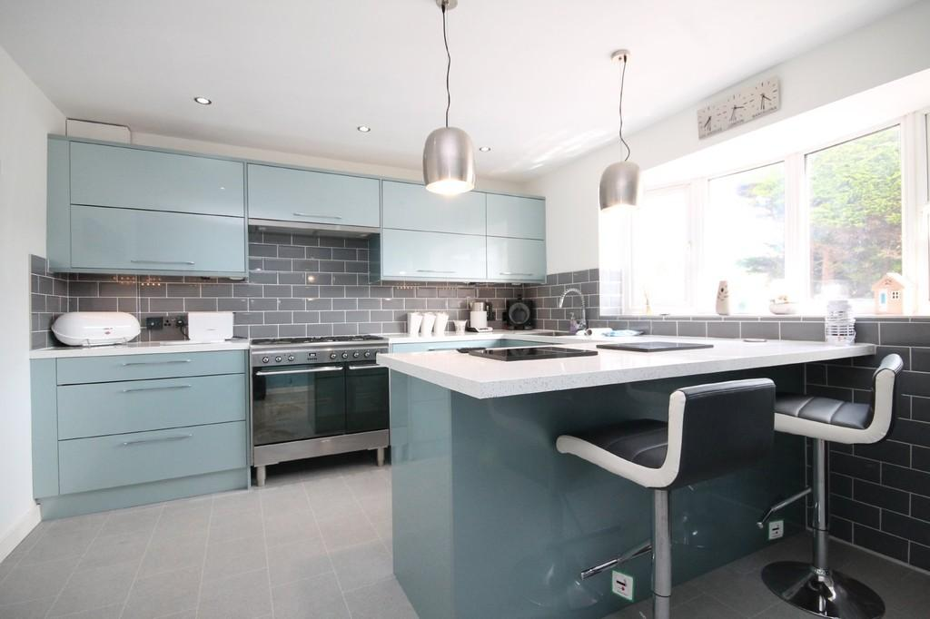 3 Bedrooms Detached House for sale in Swallows Close, Lancing