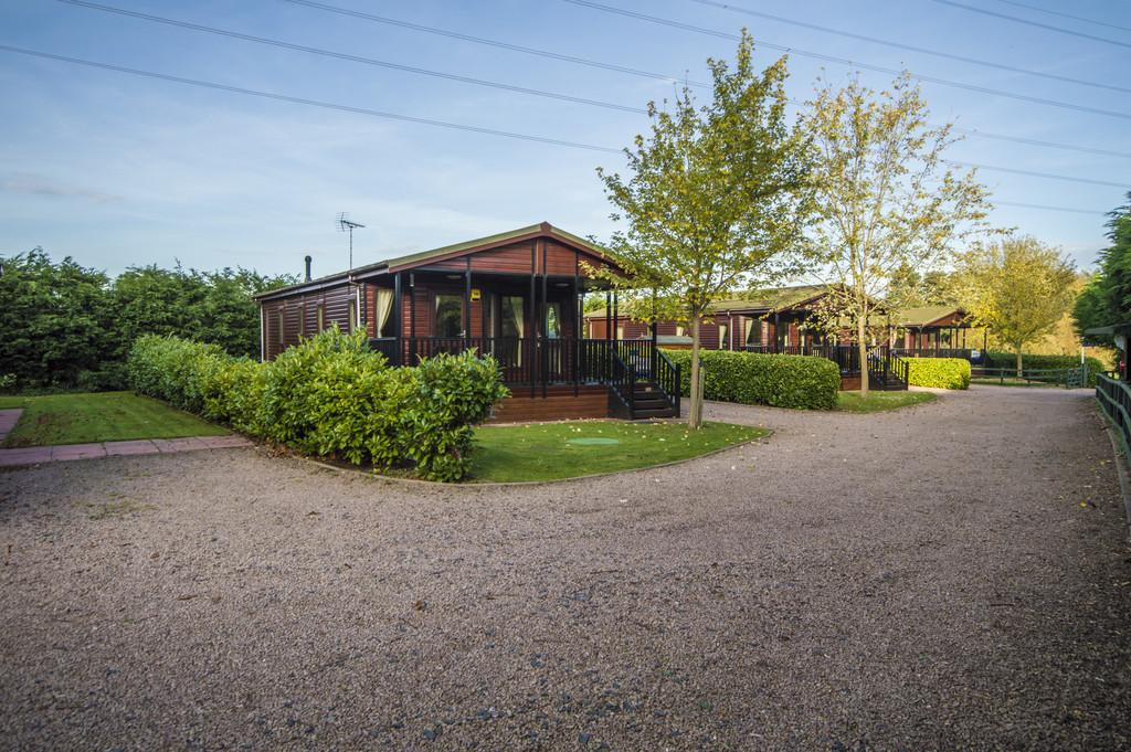 The firs astley burf stourport on severn 3 bed mobile for Homes for 75000