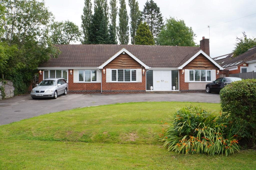 3 Bedrooms Detached Bungalow for sale in Cromwell Lane , Burton Green