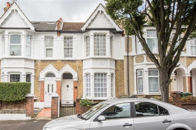 3 Bedrooms House for sale in Chesterfield Road, Leyton