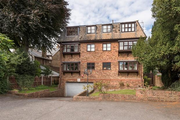 2 Bedrooms Apartment Flat for sale in Robert Court, Crook Log, Bexleyheath, DA6