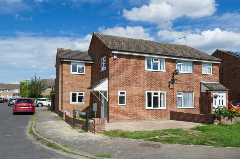 4 Bedrooms Semi Detached House for sale in Elizabeth Avenue, Abingdon