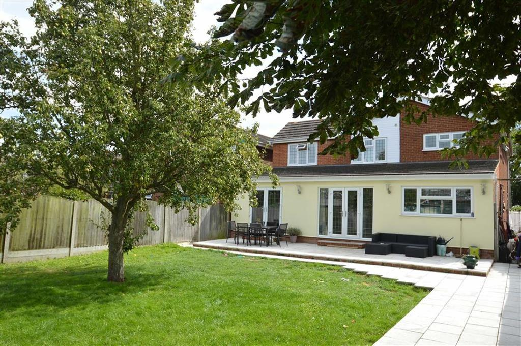 4 Bedrooms Detached House for sale in Windemere Avenue, Hullbridge, Essex
