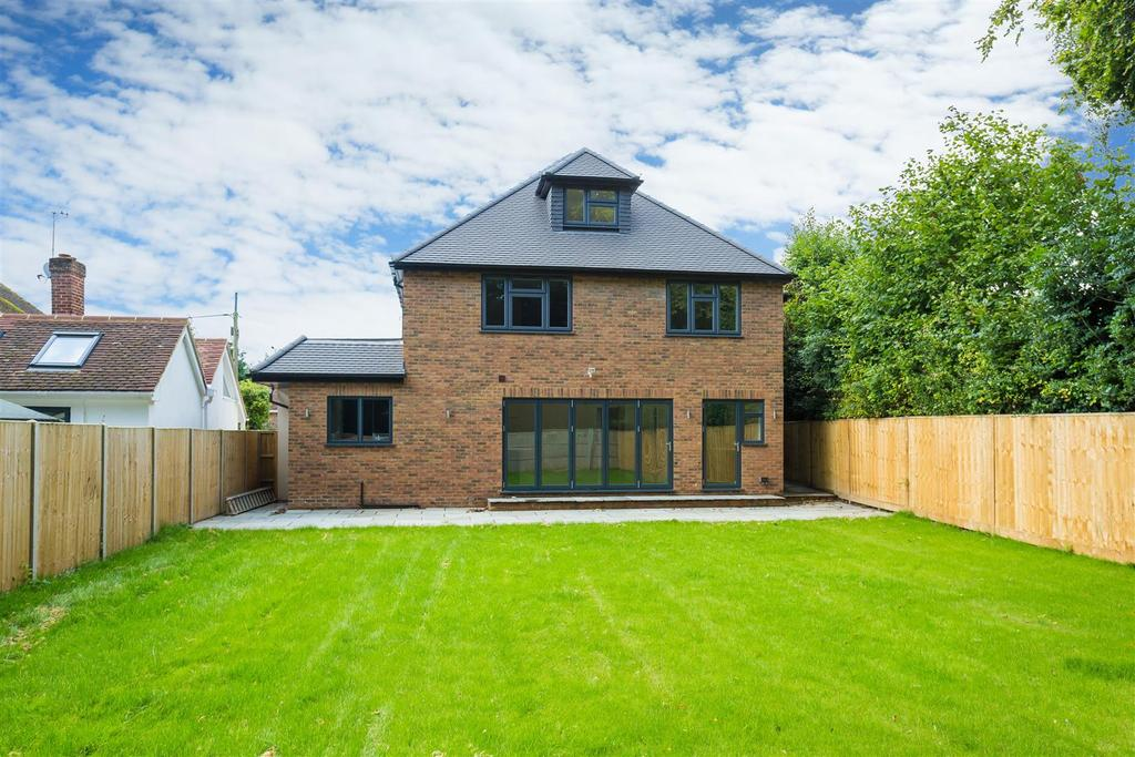 6 Bedrooms Detached House for sale in Fennels Way, Flackwell Heath