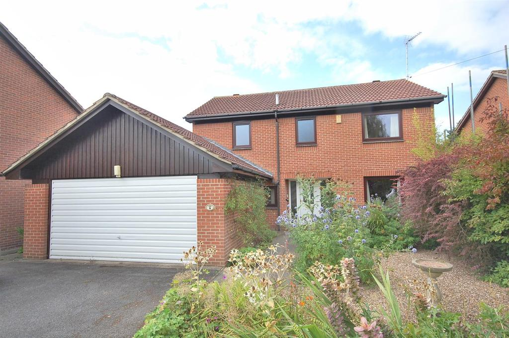 4 Bedrooms Detached House for sale in Yew Tree Close, Radcliffe On Trent