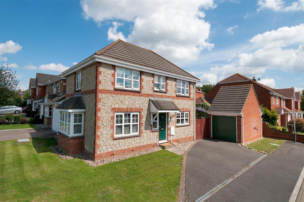 3 Bedrooms Detached House for sale in Phoenix Drive, Wateringbury