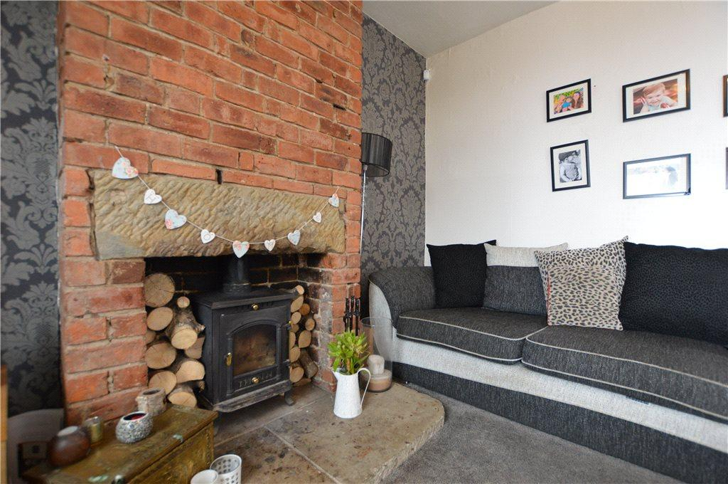 2 Bedrooms Terraced House for sale in Lee Moor Lane, Stanley, Wakefield, West Yorkshire