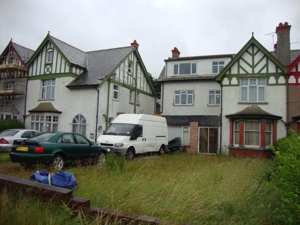 4 Bedrooms Semi Detached House for sale in Trinity Avenue, Llandudno