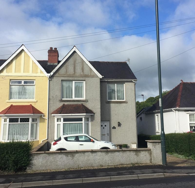 3 Bedrooms Semi Detached House for sale in Towy Avenue, Llandovery, Carmarthenshire.
