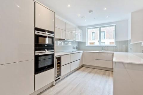 4 bedroom flat to rent - Keirin Road London, E20