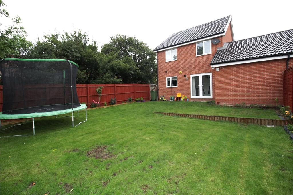 3 Bedrooms Detached House for sale in Dulwich Avenue, Laindon, Essex, SS15