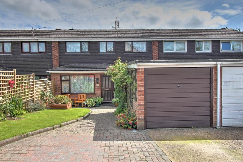 4 Bedrooms Terraced House for sale in Carisbrooke Crescent, Chandlers Ford