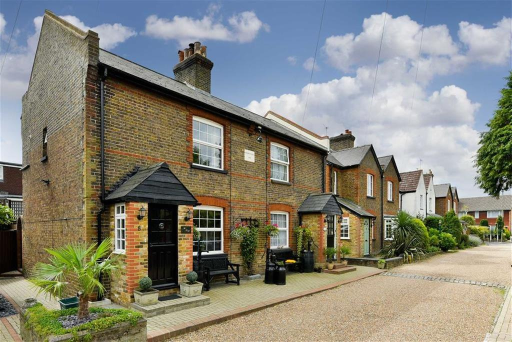 2 Bedrooms Semi Detached House for sale in Carters Road, Epsom, Surrey