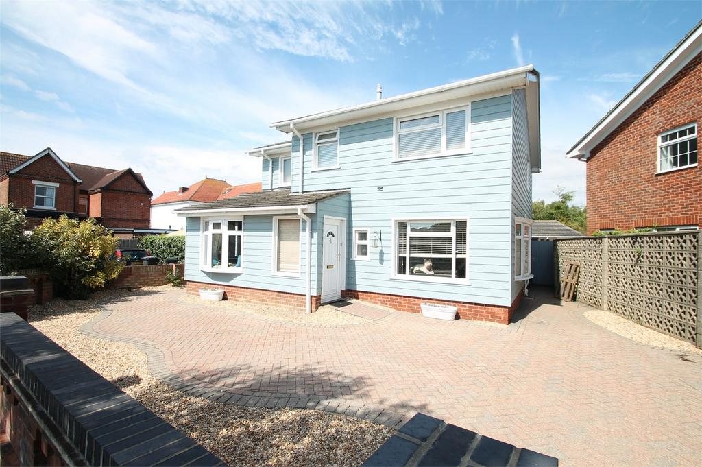 4 Bedrooms Detached House for sale in Studland Road, Lee-on-the-Solent, Hampshire