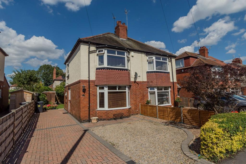 2 Bedrooms Semi Detached House for sale in Moorgarth Avenue, Off Tadcaster Road, York